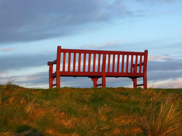 Ławki drewniane czy ławki nowoczesne, a może jedno i drugie?