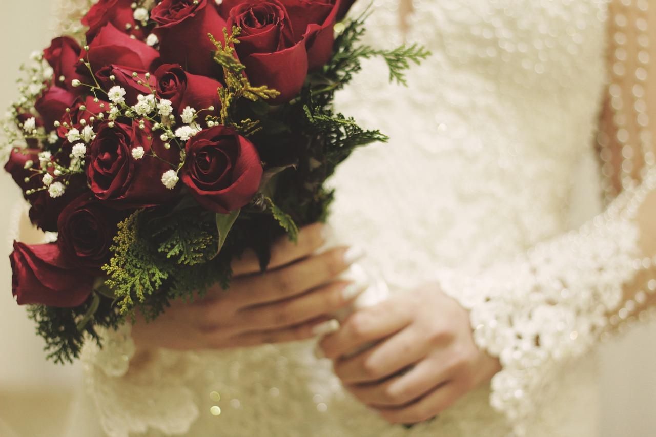 Kwiaty na wesele Wrocław. Kwiaty na ślubie – czy to już przeżytek?