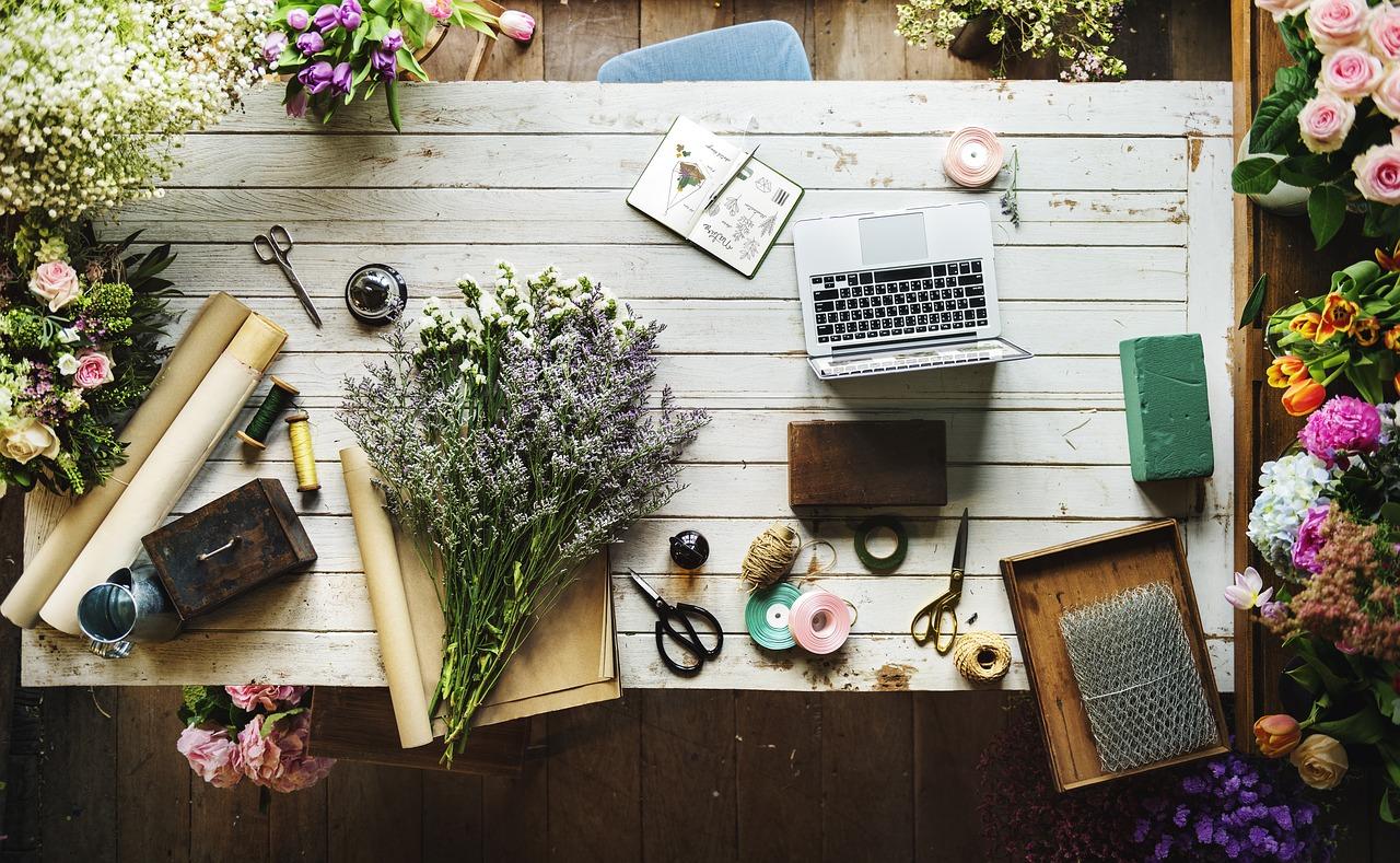Kwiaty do Polski – kwiaciarnia internetowa. Moda na bukiety kwiatowe – czy przeminęła?